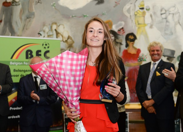 20150529 – OOSTENDE , BELGIUM : Tessa Wullaert pictured receiving the Sparkle Trophy during  the 1st edition of the Sparkle  award ceremony , Friday 29 May 2015, in Oostende . The Sparkle  is an award for the best female soccer player during the season 2014-2015 comparable to the Golden Shoe / Gouden Schoen / Soulier D'or for Men . PHOTO DAVID CATRY