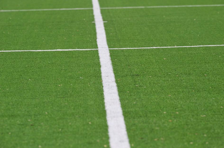 Club Brugge Dames - Rassing Harelbeke : witte lijn met stip.foto DAVID CATRY / Vrouwenteam.Be