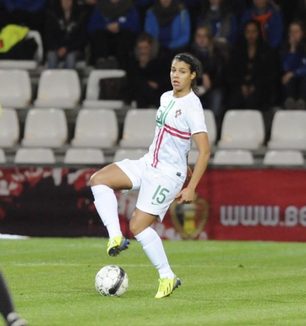 Carole Costa, hier nog met Portugal op het Kiel tegen België, kopte haar land op voorsprong in de EK-kwalificatie. Foto - Dirk Vuylsteke