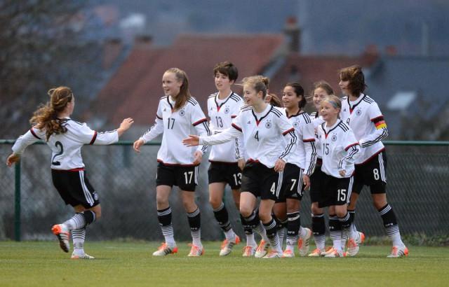 De Duitse vreugde na de succesvolle strafschop van Ivana Fuso in de toegevoegde tijd! Foto - Dirk Vuylsteke