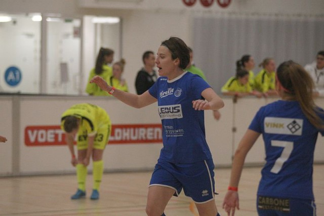Elke Meers scoorde zopas het winnende doelpunt voor Ladies Genk. De organiserende ploeg won zo voor het eerst het eigen indoortornooi! Foto - Paul Dijkmans