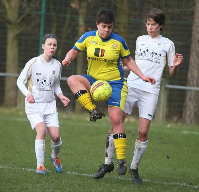 Marijke Hendrikx lukte twee goals voor Louwel thuis tegen Sibret! Foto - Paul Dijkmans