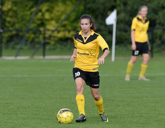 Tess Veegaete, matchwinnaar voor KSK Voorwaarts Zwevezele op bezoek bij Maria-ter-Heide. Foto - David Catry