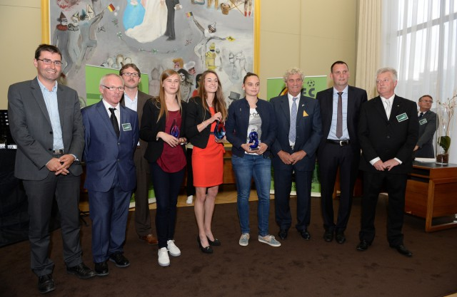 De laureaten van 2015 op de foto met de organisatoren van The Sparkle! Foto - David Catry
