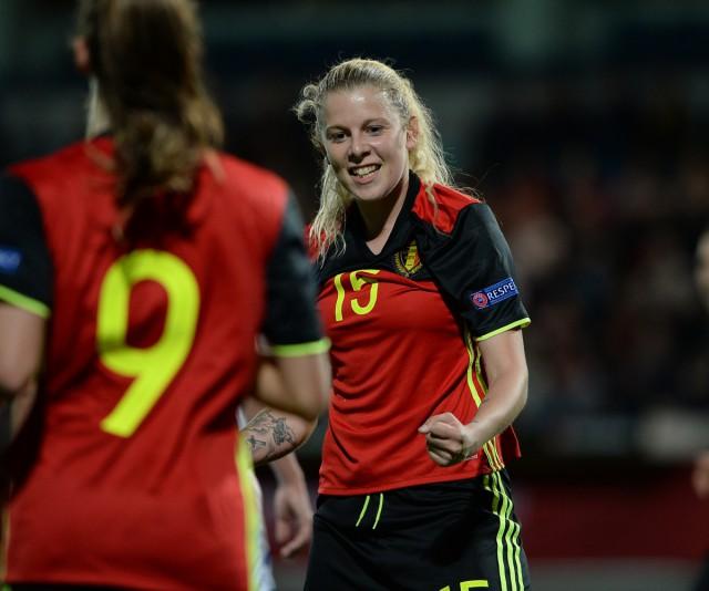 Tine Schryvers lukte bij haar eerste invalbeurt terug op Belgische bodem meteen ook een doelpunt voor de Belgian Red Flames op aangeven van Tessa Wullaert (9). Foto - David Catry