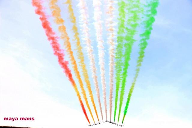Vlak voor de finale een oorverdovend lawaai waarbij straaljagers de Italiaanse vlag in de lucht tekenden! Foto - Vrouwenteam.be/Maya Mans