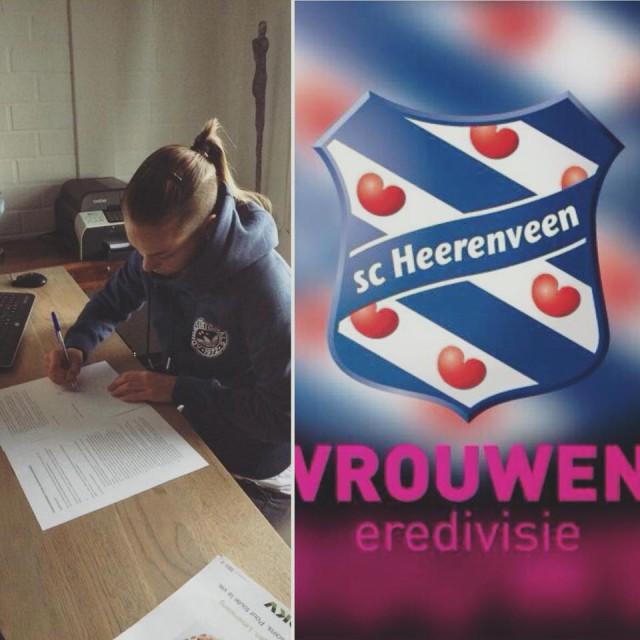Jassina Blom tekent haar contract voor SC Heerenveen. Foto - (c) Fbac Jassina Blom