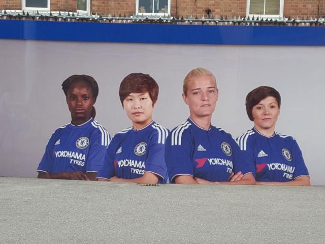 Vlakbij het stadion van Stamford Bridge: Eniola Aluko, So-Yun Ji, Katie Chapman en Fran Kirby. Foto - Paul Dijkmans