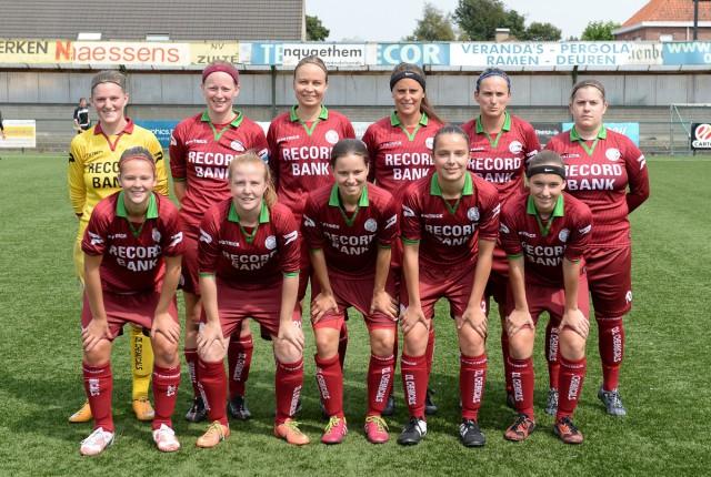 SV Zulte Waregem met clubtopscorer Charlien Ver Eecke (vierde van links op de tweede rij). Foto - David Catry