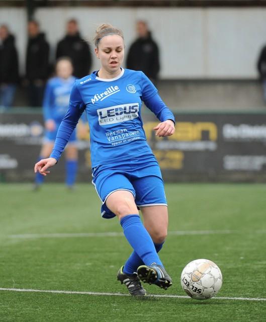 Riete Loos scoorde het allerlaatste doelpunt in de play-offs van de Super League 2015-16! Ladies Genk won dan ook op bezoek bij OH Leuven! Foto - Sportpix.be/Dirk Vuylsteke