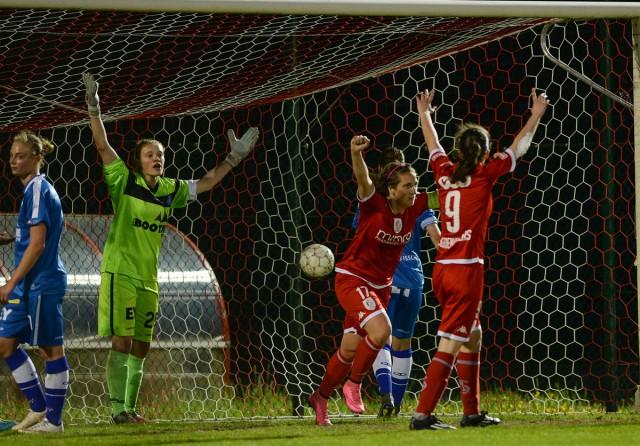 Standard opende zopas de score tegen KAA Gent Ladies! Een geldig doelpunt van Maud Coutereels zo oordeelde de scheidsrechter! Foto - David Catry