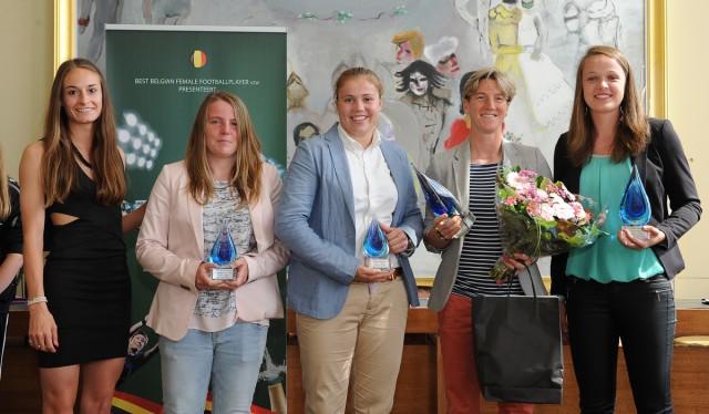 Alle winnaars op een rij bij Sparkle 2016! Met van links naar rechts: Tessa Wullaert die de eerste editie won, Lucinda Michez (topschutter 1ste klasse), Justien Odeurs (beste doelvrouw), Aline Zeler (Sparkle 2016), Tine De Caigny (beste belofte). Foto - Sportpix.be/Dirk Vuylsteke
