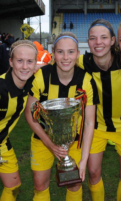 Drie bekerwinnaars van Lierse die al een nieuwe club vonden voor het nieuwe seizoen: Silke Demeyere en Jana Coryn trokken naar Rijsel, Nicky Van den Abbeele verhuist naar RSC Anderlecht! Foto - Sportpix.be/Dirk Vuylsteke