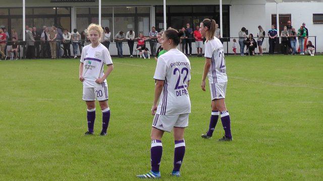 De 3 nieuwkomers Charlotte Tison, Ulrike De Frère en Nicky Van den Abbeele stonden aan de aftrap bij RSC Anderlecht! Foto - MaMPict