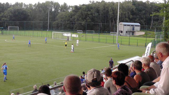 Een goed gevulde tribune in Genk voor het eerste duel in de Super League 2016-17! Foto - (c) Vrouwenteam.be / MaMPict