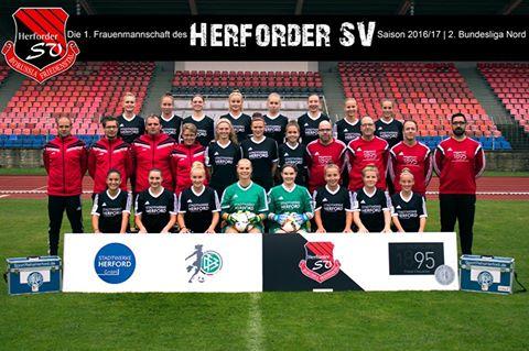 Jessy Atila, centraal op de tweede rij, met haar club Herforder SV! Foto - (c) Herforder SV
