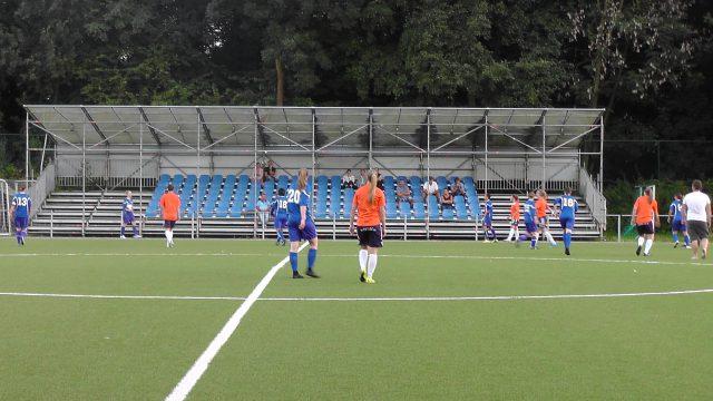 Een beeld uit de eerste helft van KOVC Sterrebeek - DVC Eva's Tienen! Foto - (c) Vrouwenteam.be / MaMPict