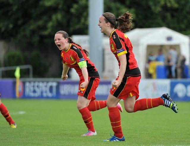 Tine De Caigny juicht op dinsdag 25 juni 2013 na haar doelpunt in de halve finale van het EK U17 tegen Polen! Foto - Sportpix.be/David Catry