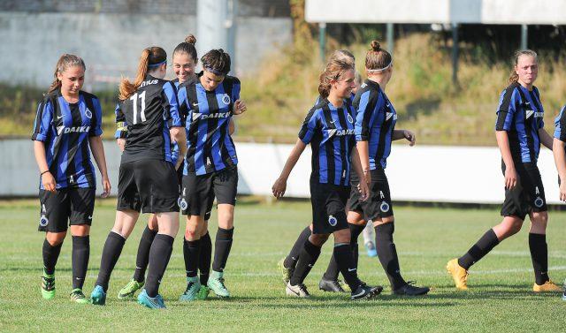 Vreugde bij het vrouwenvoetbalteam van Club Brugge na alweer een goaltje tegen Bercheux! In de volgende ronde wacht KFC Rapide Wezemaal! Foto - Sportpix.be/Dirk Vuylsteke