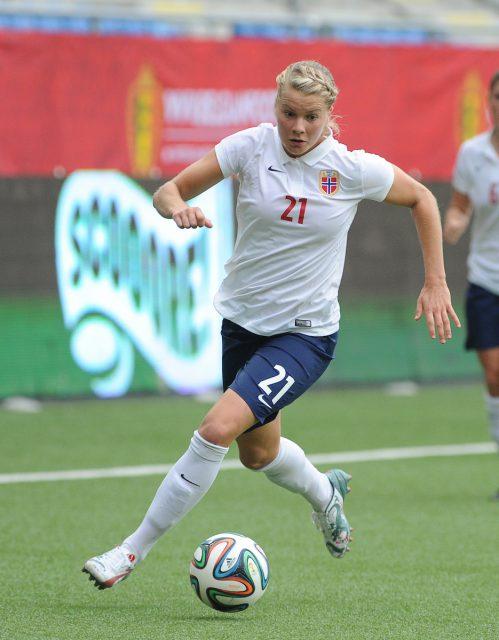 Ada Hegerberg, hier nog aan de bal voor Noorwegen in Sint-Truiden tegen de Belgian Red Flames! Foto - Sportpix.be/David Catry