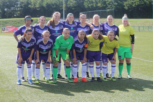 Het beloftenteam van RSC Anderlecht voor de wedstrijd tegen RUSGTH! Foto - Vrouwenteam.be/MaMPict