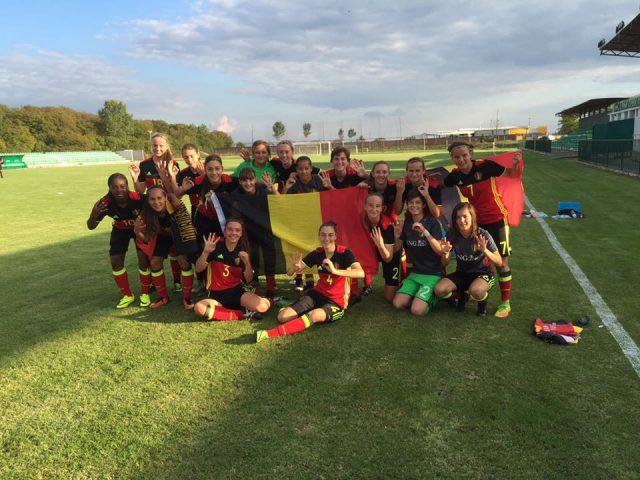 De Belgian Red Flames U17 blij na de eerste overwinning in Pecinci! Foto - (c) SF