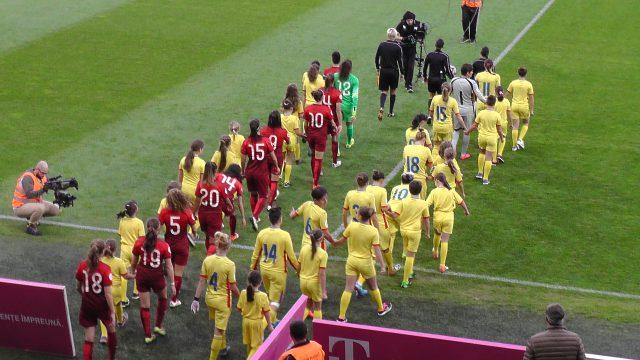 Roemenië en Portugal komen het veld op voor de beslissende wedstrijd op weg naar het EK 2017 in Nederland! Foto - (c) Vrouwenteam.be / MaMPict
