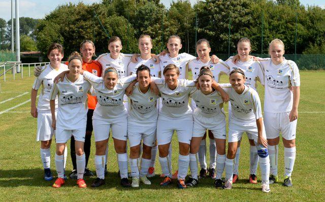 GFA Sinaai op de foto voor de wedstrijd op bezoek bij Cerkelladies Brugge begin september 2016 bij de start van de competitie op weg naar een reeks van 10 ongeslagen wedstrijden! Foto - (c) Sportpix.be / David Catry