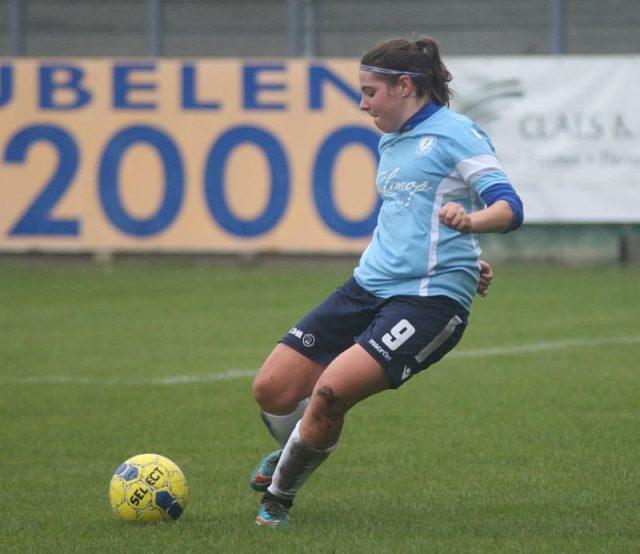 Lorène Martin van DVC Eva's Tienen in de Super League speelt ook indoor met Penarol Calamine! Foto - (c) Vrouwenteam.be / Paul Dijkmans