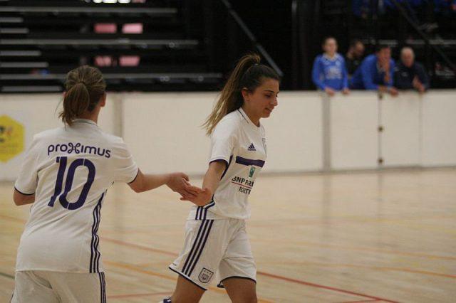Allison Verhoeven (10) en Pure Eke na het scoren van een doelpunt na een combinatie! Foto - (c) Vrouwenteam.be / Paul Dijkmans