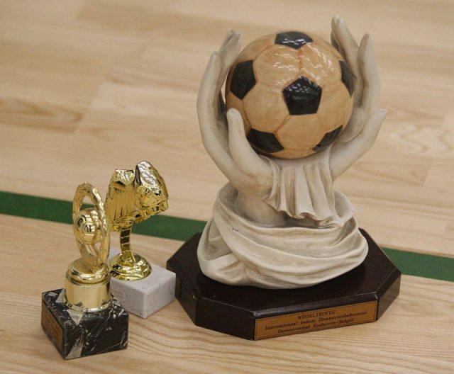 De trofeeën op het Indoortornooi in Genk! Foto - (c) Vrouwenteam.be / Paul Dijkmans