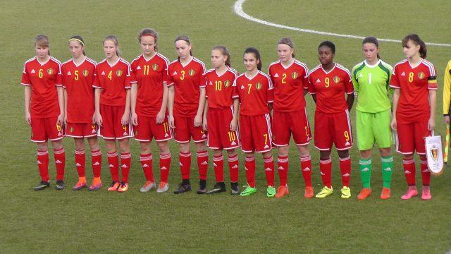 België U16 tijdens de volksliederen! Foto - (c) Vrouwenteam.be / MaMPict