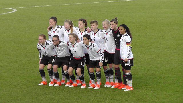 Duitsland U15 voor aanvang van het oefenduel in Tubeke tegen de Belgian Red Flames U16! Foto - (c) Vrouwenteam.be / MaMPict