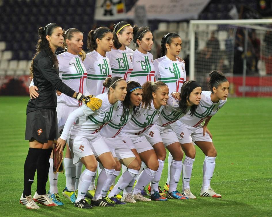 Het Portugese nationale vrouwenteam, hier eind oktober 2013 toen ze op bezoek kwamen naar Het Kiel voor hun duel tegen de Belgian Red Flames, spelen straks in het Estadio Sergio Conceiçao. -PHOTO DAVID CATRY