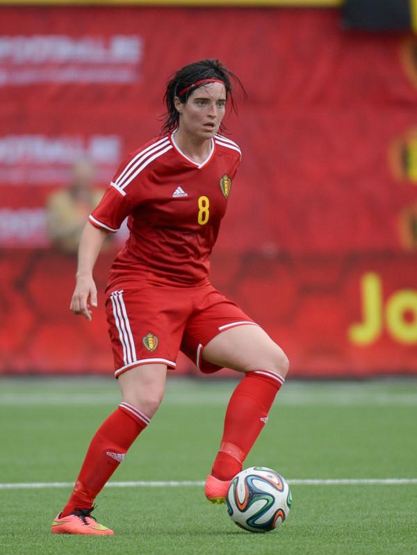Cécile De Gernier aan de bal op Stayen in mei 2015 tijdens het gewonnen oefenduel tegen Noorwegen - PHOTO DAVID CATRY